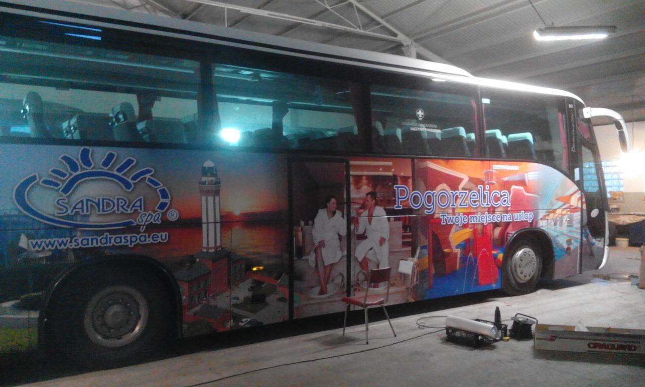 Oklejenie autobusu grafiką reklamową